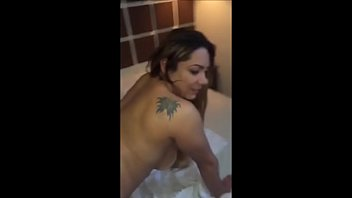 tudo cama na Maid fucks husband wife