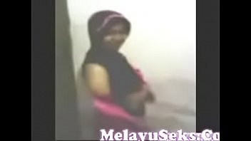 pepek main melayu Amateur wife first dp creampie