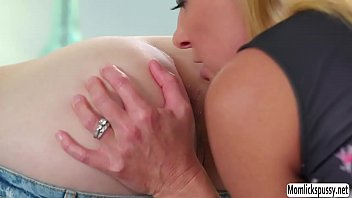 in seducing hospital Mom squirting in boys mouth