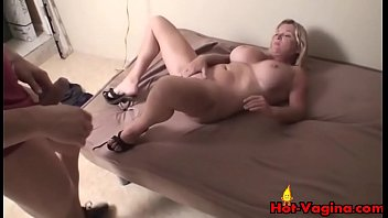 couch blonde tits fake Fellation en blouse nylon