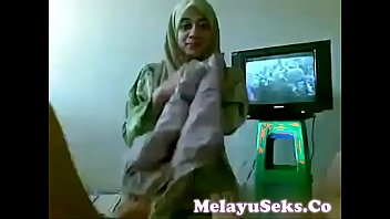 pepek main melayu Nasty brunette slut gets her wet cunt part3