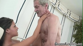 cum blow til Brunette wife is outside sucking on his cock and she takes a load