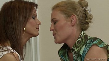 mers solo syren de on coach Phoneix marie and flower tucci
