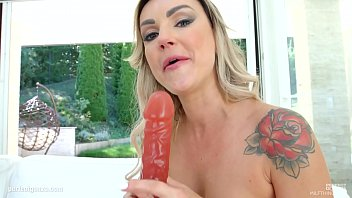 on hot is her ptd crane a darla freckles with cute milf tits Femme avec voile